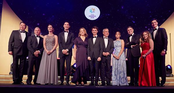Lee McKeever: Honored With FEI Best Groom Award